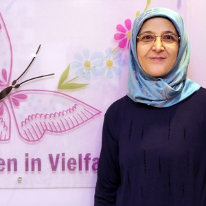 Havva Sağdıç, Beraterin in deutscher und türkischer Sprache